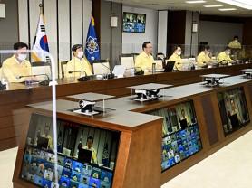 """김 총리 """"코로나 전체 확산세 여전…휴가철 이동 자제해달라"""""""
